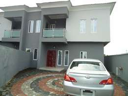 Newly Built 4bedroom detached duplex at Lakowe