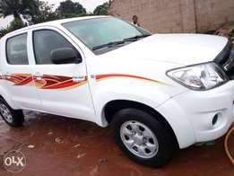 well maintained n clean Hilux 2010 model