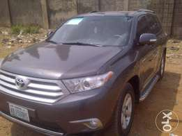Beautiful 2009 Toyota HIGHLANDER up for grabs!