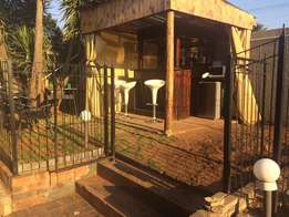 House and Cottage to rent in Oakdene