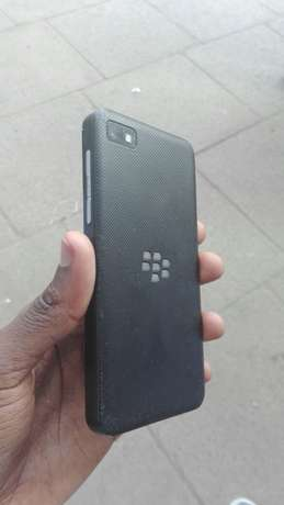 BlackBerry Z10 almost new Kisumu CBD - image 4