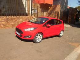 Red Ford Fiesta 1.6 Sport Full house