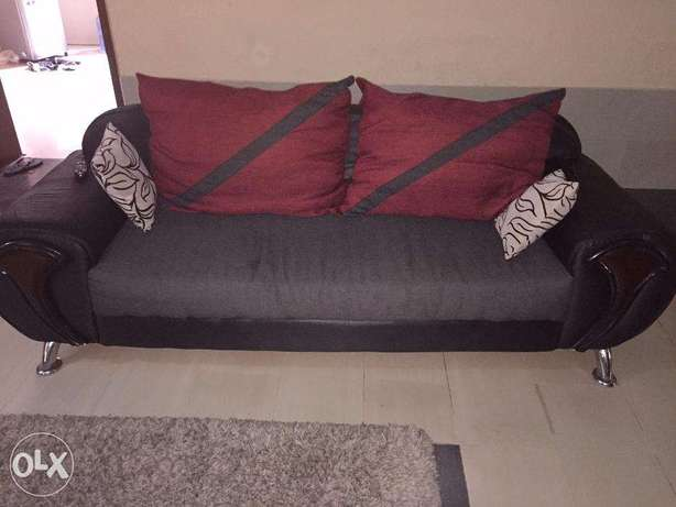 7 Sitter Fabric Sofa in Excellent Condition for Quick Sale Lekki - image 3
