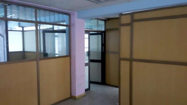 Muigai commercial ,office space to let on 2nd and 5th flr Kenyatta Ave Nakuru East - image 3
