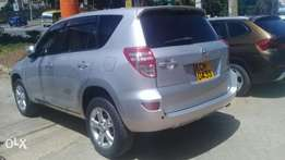 Toyota Rav4. 2400cc silver Fullyloaded. New tyres keyless button.