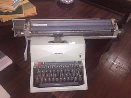 VINTAGE Type writer + FREE Delivery*
