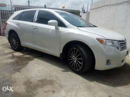 Super clean Toyota VENZA full option 2010