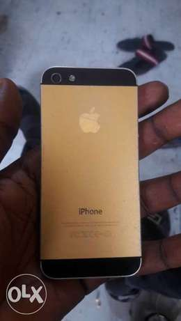 Used IPhone 5 32gb Gbagada - image 1