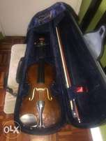 1/2 almost new violin