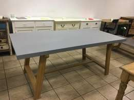 Never been used gorgeous dining table, retails for R8999. Modern