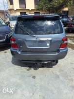 2006 three (3) Roll Seat Toyota Highlander