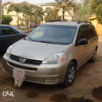 A clean naija used 2004 toyota siena LE 4WD for sale