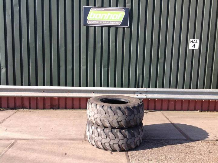 Dunlop 405/70 x R 30 - 2010