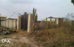 Well fenced with gate 800sqm with C OF O at Liberty estate in Enugu.