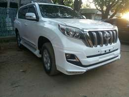 2014 diesel sunroof Trade in hire purchase OK for this PRADO