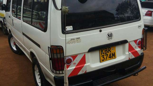 Very clean Toyota Hiace used in tours for sale. Manual transmission Parklands - image 2