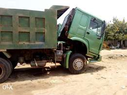 Green Howo tipper