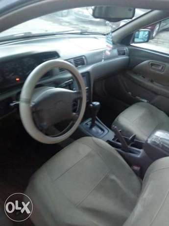 This is a very clean toyota camry tiny light silver Ikeja - image 8