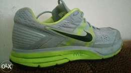 Gym shoes /running shoes