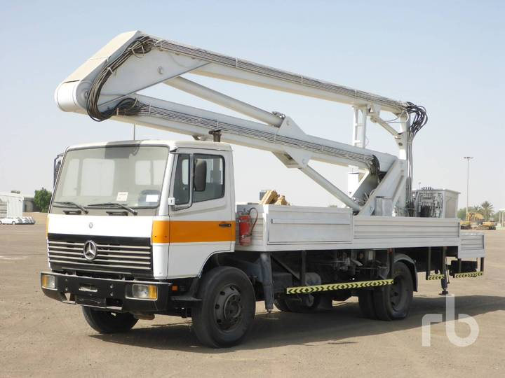 Mercedes-Benz 1117 4x2 w/Marrel - 1999