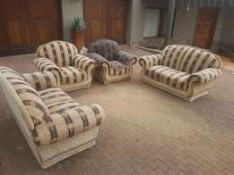 Urgent sale! Lounge sweet 6 seater.