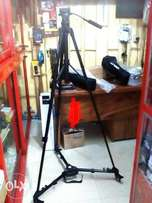 Photo tripod stand with tyre/motor