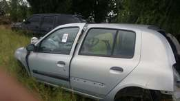 Renault clio 2004 stripping for spares from R100