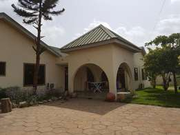 5 bedrooms with 2 bedrooms out house for sale