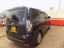 Toyota Voxy 7 Seater for Quick Sale.