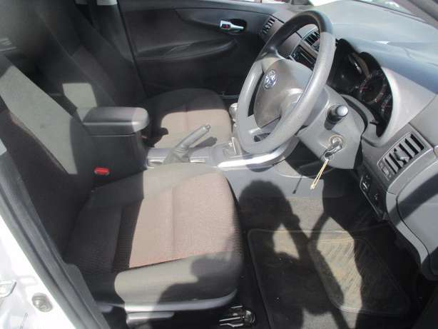 Toyota corolla quest 1.6 plus, 5-Doors, Factory A/c, C/d Player. Johannesburg CBD - image 7