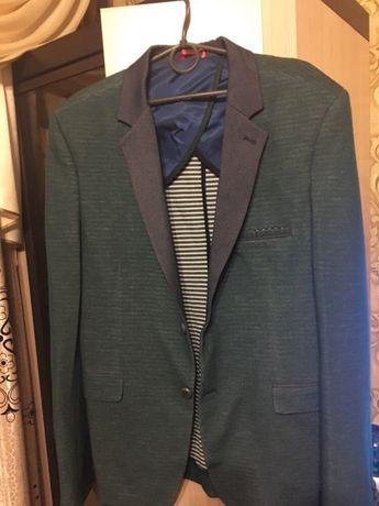 Чоловічий піджак  700 грн. - Чоловічий одяг Вараш на Olx 611a007a8b534