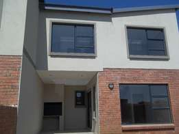 3 Bedroom Townhouse to let in Ben Fleur