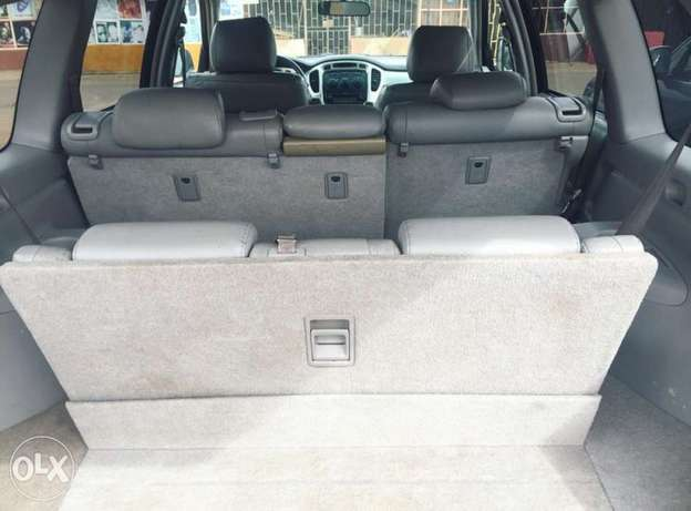 Newly register 2005 Toyota Highlander 3rows seats with good usage Lagos Mainland - image 4