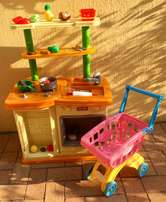 Quality fun Cooker / Kitchen toy, play food and shopping trolley!