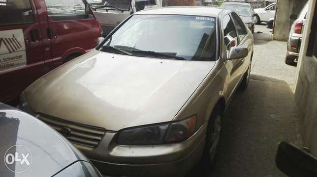 Nigerian used toyota camry Agege - image 2