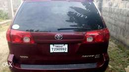 accident free tokunbo XLE toyota sienna 2006 model for 2.15m