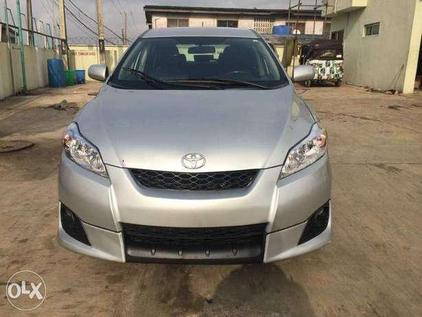 Super Clean Toyota Matrix Sport 2009 available for just N2.750m Only Agege - image 1