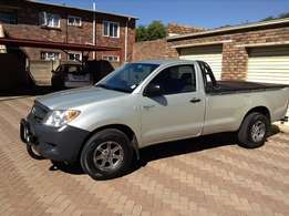 BAKKIE FOR HIRE to transport you and your valuable goods
