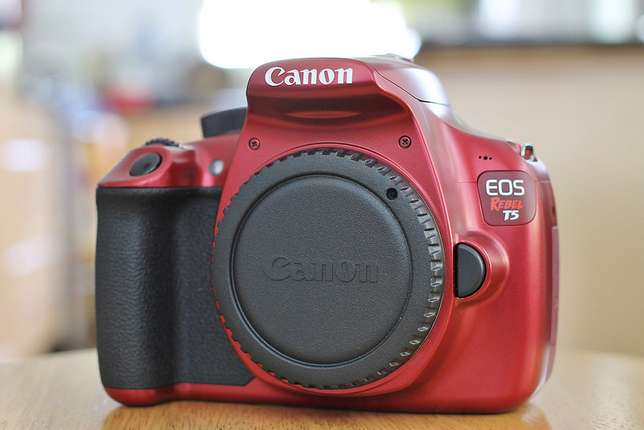 Canon EOS Rebel T5 Red EF-S 18-55mm IS II lens plus EF 75-300mm lens Imara Daima - image 3