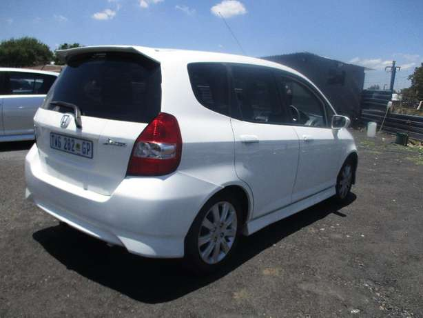 2007 Honda jazz 1.5, 5-Doors, Factory A/c, C/d Player, Central lock. Johannesburg CBD - image 1