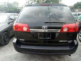 2008 model Toyota Sienna Limited Edition full option clean tokunbo