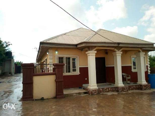 2 units of 2 bedroom flat and 2 units of a room and parlour for sale Akure South - image 8