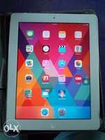 White Apple iPad 2 (10.1 inches, 64Gb internal memory)