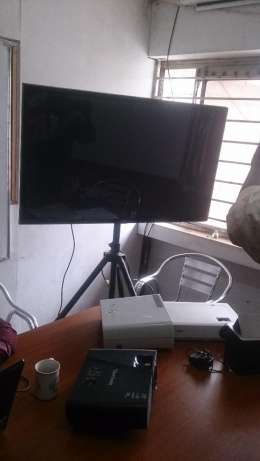 LCD TV Screens,Projectors, Projection Screens for Hire, Nairobi CBD - image 2