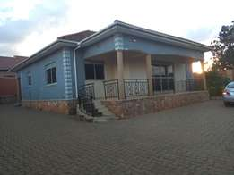 3bedroom stand alone house for rent in najjera