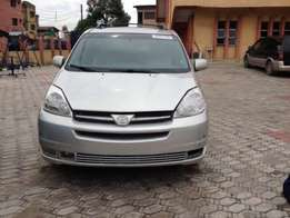 Direct tokunbo Toyota sienna 04/05 with full option