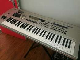 Yamaha mo6 synthesiser arranger keyboard