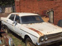 Ford Fairlane 500, 1971 model body with accessories