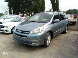 Toyota Sienna XLE(Full Option)