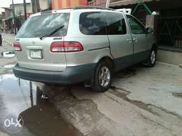 Clean Toyota sienna for sell 2001 model
